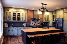 perfect example of multiple uses of tile to personalize the space Old World Style, Custom Cabinets, My Design, Old Things, Design Inspiration, Cover, Kitchen, Tile, Space