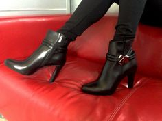It's a new day. You must style and wearing shoes in black calf Albano