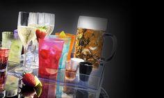 Avete mai pensato a dei bicchieri di plastica simili a quelli in vetro per la loro brillantezza ma che siano allo stesso tempo LEGGERI, INFRANGIBILI, PRATICI E LAVABILI IN LAVASTOVIGLIE??