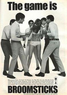 """Alrededor de una mujer en ropa interior, cinco hombres que la sujetan... """"Los anuncios más horripilantes de todos los tiempos ..."""""""