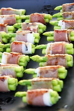 1000 images about wedding snacks on pinterest wedding for Definition of canape