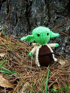 Ravelry: Knit Yoda pattern by Erin P.