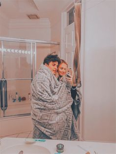 Cute Couples Photos, Cute Couple Pictures, Cute Couples Goals, Cute Photos, Cute Boyfriend Pictures, Sweet Love Pictures, Cute Couple Things, Silly Things, Goofy Couples