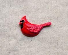 Northern Cardinal brooch от msBIRDIEshop на Etsy  #cardinal #brooch #bird #etsy