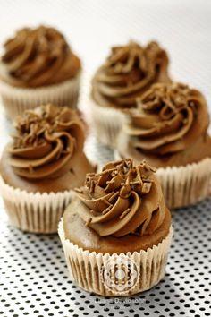 Cupcake de chocolate com creme de chocolate SEM AÇÚCAR.