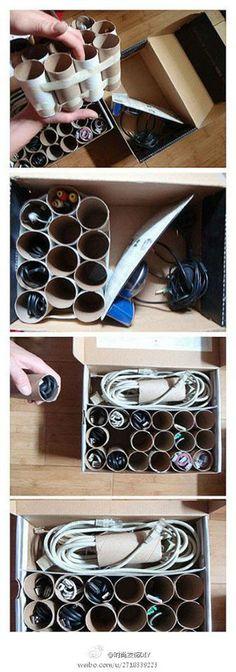 Una estupenda idea para #reducir, #reutilizar y ordenar , todo en uno. Guarda-cables con residuos