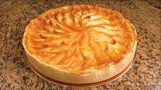 Ingredientes Rende:1torta média Para a massa 1 xícara de farinha de trigo 1 colher (chá) de sal 100 g de manteiga em temperatura ambiente 1 gema peneirada Para o creme 1 lata de leite condensado 3 gemas peneiradas 2 latas de leite (use a lata de leite condensado como medida) 3 colheres (sopa) de amido de milho Para o doce de maçã 1 xícara de açúcar ½ xícara de água fervente 5 maçãs bem lavadas, descascadas e fatiadas Modo de preparo Massa: Preaqueça o forno a 180ºC. Em uma tigela grande…