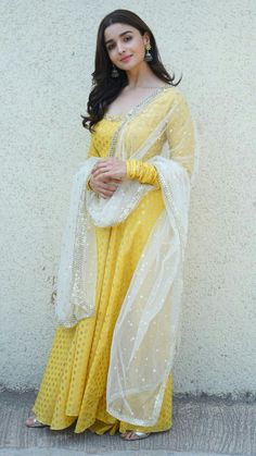 Buy Bollywood Alia Bhatt Yellow Nylone gown in UK, USA and Canada Robe Anarkali, Costumes Anarkali, White Anarkali, Mode Bollywood, Bollywood Fashion, Bollywood Style, Indian Gowns Dresses, Pakistani Dresses, Designer Anarkali