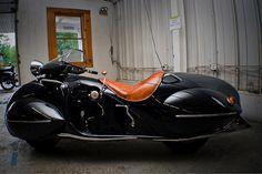 オシャレすぎる!アールデコ調に改造した曲線が美しいバイク。漫画の世界にでも出てきそうな、レトロでもあり近未来感を感じさせるカッコ良すぎるバイク。 ニューヨークのFrank Westfal...