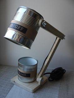 """Lampe de bureau style """"industriel"""" en objets de recyclage, bois de palette et conserves, personnalisable"""