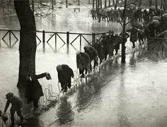 La France en photos--Henri Manuel - L'hippodrome Maison Laffitte inondé par la crue de la Seine, Paris, 1924.
