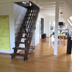 Heute war es endlich so weit und ich habe die braune Treppe in Angriff genommen:) Nachdem die Balken schon weiß geworden sind, passt sich nun auch die Treppe an;)