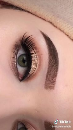 Micaela on TikTok Smoke Eye Makeup, Makeup Eye Looks, Eye Makeup Steps, Hooded Eye Makeup, Eye Makeup Art, Makeup For Brown Eyes, Contour Makeup, Skin Makeup, Eyeshadow Makeup