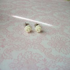 Hey, I found this really awesome Etsy listing at https://www.etsy.com/listing/165506336/handmade-snow-white-rose-rosebud-tiny