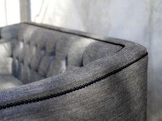 Détails canapé réalisé sur mesure en lin à fil d'argent