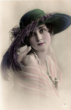 Vintage Lady with Hat...