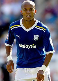Robert Earnshaw . Cardiff City