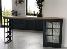 Компания Атмосфера при изготовлении мебели использует различные материалы: металл, натуральное дерево, ЛДСП, МДФ, шпон, стекло, пластик, камень, бетон. А также комплектующие и фурнитуру ведущих европейских и российских производителей, которые проходят многоуровневую проверку качества, прежде чем попасть на производственную площадку. Office Desk, Corner Desk, Cabinet, Furniture, Home Decor, Corner Table, Clothes Stand, Desk Office, Decoration Home