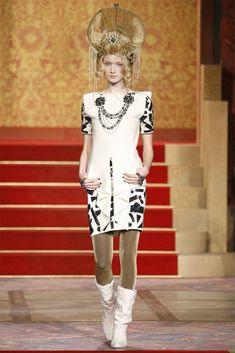 Chanel Pre-Fall 2009 Fashion Show - Alek Alexeyeva (Women)