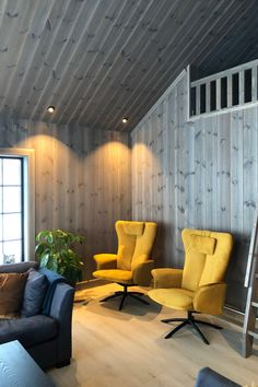 Blue Couches, Winter Cabin, Yellow Interior, Winter Time, House Ideas, Cottage, Flooring, Rustic, Living Room