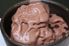 Cette recette magique ne nécessite que 3 ingrédients, et pas de machine à glace. N'importe qui peut la réussir en quelques minutes. Testée et approuvée !