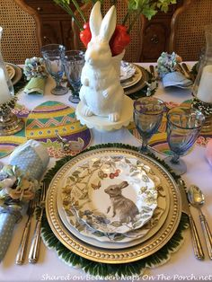 Hopping Into Spring with a Beautiful Spring-Easter Table Setting - Deko Frühling Easter Table Settings, Easter Table Decorations, Easter Decor, Easter Centerpiece, Easter Ideas, Centerpieces, Brunch Decor, Beautiful Table Settings, Easter Parade