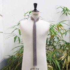 7114cf3d5c cravate collège (bas droit ) cachemire & laine beige gris fait main par philippe  Gaber