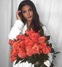 Uploaded by Diamondz. Find images and videos about girl, beautiful and pretty on We Heart It - the app to get lost in what you love. Girls With Flowers, Love Flowers, Beautiful Flowers, Manon Et Anais, Lemy Beauty, Flowers Instagram, Luxury Girl, Luxury Flowers, No Rain