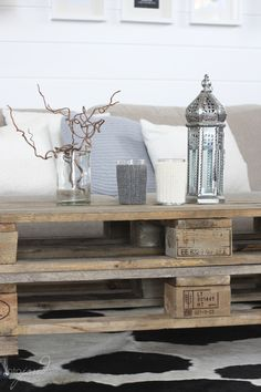coffee table with pallets Industrial Interiors, Industrial Design, Design Tech, Small Things, Pallet Furniture, Dream Homes, Nifty, Pallets, Vintage Style