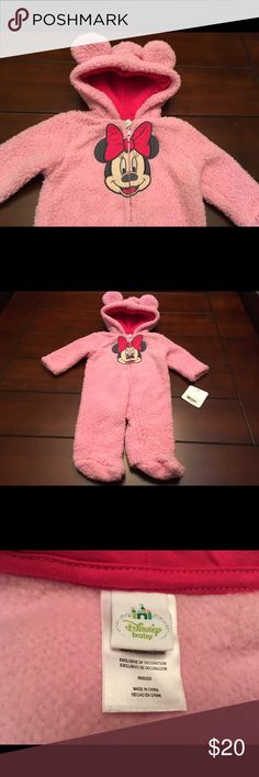Disney Minnie Mouse Pink Baby Onesie, Size 6 Mos Disney Minnie Mouse Pink Baby Hoodie Onesie w/Feet, Size 6 Mos  Super cute and brand new! ☺️ Disney One Pieces Footies