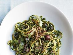 4 Meals That Are Better Than Medicine: Pasta with Kale Pesto http://www.prevention.com/food/cook/4-meals-are-better-medicine?s=4