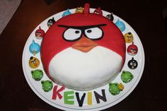 Angry Birds -kakku. Reseptin on tehnyt Kotikokki.netin nimimerkki Kevin.