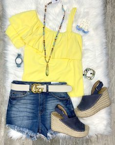 Sweet Side One Shoulder Top Vacation Style, Vacation Outfits, Summer Outfits, Girl Outfits, Simple Outfits, Casual Outfits, Chelsea Marie, One Shoulder Tops, Yellow Top
