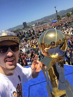 Klay Thompson's selfie with the Larry O'Brien trophy during the #WarriorsParade celebration http://ble.ac/1FsaHMQ
