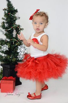 Christmas Tutu Dress for Little Girls por StrawberrieRose en Etsy, $68.95