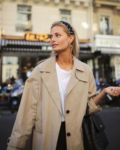 12 Embellished Headbands To Buy Now - Autumn Winter Fashion Trends - Fall Outfit Fashion Week, Look Fashion, Fashion Outfits, Fashion Tips, Fashion Trends, Fashion Mode, Young Fashion, Fashion Boots, Paris Fashion
