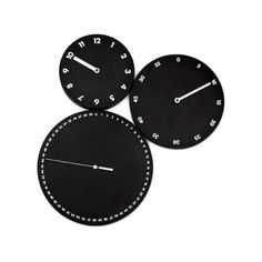 HMS è un orologio da parete destrutturato in 3 quadranti di dimensioni diverse per ore, minuti e secondi. Colloca i 3 dischi come vuoi sulla parete e dai un tocco di personalità ai tuoi spazi. Design: Dario Serio