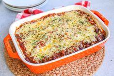 Taco ovenschotel | In 30 min. op tafel! - Lekker en Simpel Dutch Recipes, Meat Recipes, Mexican Food Recipes, Ethnic Recipes, Food Vans, Wraps, Burritos, Lasagna, Food Inspiration