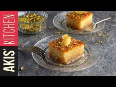 Greek Ravani recipe by Greek chef Akis Petretzikis. This traditional Greek dessert is a moist and flavorful sweet semolina cake soaked in an aromatic syrup! Semolina Recipe, Semolina Cake, Greek Desserts, Greek Recipes, Gourmet Cheesecake Recipe, Greek Cake, Greek Cookies, Biscuits, Eat Dessert First