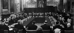 Η μέρα που η Ελλάδα διέγραψε το χρέος της Γερμανίας - Αφιερώματα - NEWS247