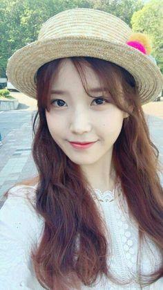 Can't stop smiling. Korean Actresses, Korean Actors, Kpop Girl Groups, Kpop Girls, Korean Girl, Asian Girl, Iu Twitter, Iu Fashion, Girl Day