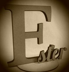Nome decorativo personalizado em MDF cru ou colorido, espessuras 12 e 6 mm. #artesanato #mdf #letrasmdf #decoração www.beijaflorartesanato.com.br