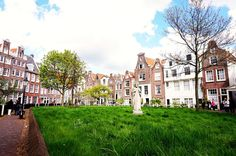 The #Begijnhof is one of the oldest inner courts in the city of #Amsterdam. Click here to read more..