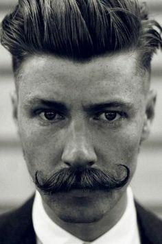 Un copain moustachu ca offre bien des avantages #stachestories #movember @ton petit look @Clarisonic Canada @Biotherm Canada