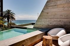 The POD Boutique Hotel is located in Camps Bay, an affluent suburb of Cape Town, South Africa. Surrounded by a stunning landscape and overlooking the ocean, the hotel is pure elegance and comfort. Photos courtesy of the POD Boutique Hotel. Camps Bay Cape Town, Cape Town Hotels, Boutique Hotels, A Boutique, Interior Exterior, Exterior Design, Gq, Infinity Pool, Design Café