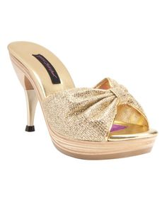 You don't need a 6-inch heel to look HAWT.