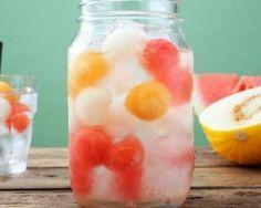 Eau fraîcheur aux billes de melon et à la pastèque sans sucre : http://www.fourchette-et-bikini.fr/recettes/recettes-minceur/eau-fraicheur-aux-billes-de-melon-et-la-pasteque-sans-sucre.html