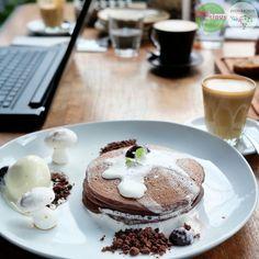 Food Blog Bali  Food: Ovomaltine Blackforest Pancake Delicious: 3/5 Foodcious: bulan Mei telah berlalu, tapi yang special dari bulan Mei masih terasa enaknya.  Yah itulah menu breakfast special di bulan Mei. Apakah yang special buat bulan Juni ini? ••• ••• •••  @TheFatTurtleBali Rp 75k - Rp 150k  Jl. Petitenget 886A ••• ••• ••• #Pancake #ovomaltine #blackforest