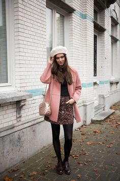 Outfit: beret, pink cocoon coat and brogues Winter Skirt Outfit, Fall Winter Outfits, Winter Dresses, Autumn Winter Fashion, Winter Hats, Trendy Outfits, Cute Outfits, Fashion Outfits, Fashion Hats