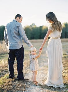 Stylish family | Outdoor family shoot | Photography: Rylee Hitchner